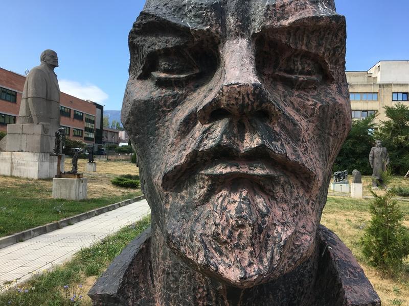 Lenin Statue Sofia.jpg