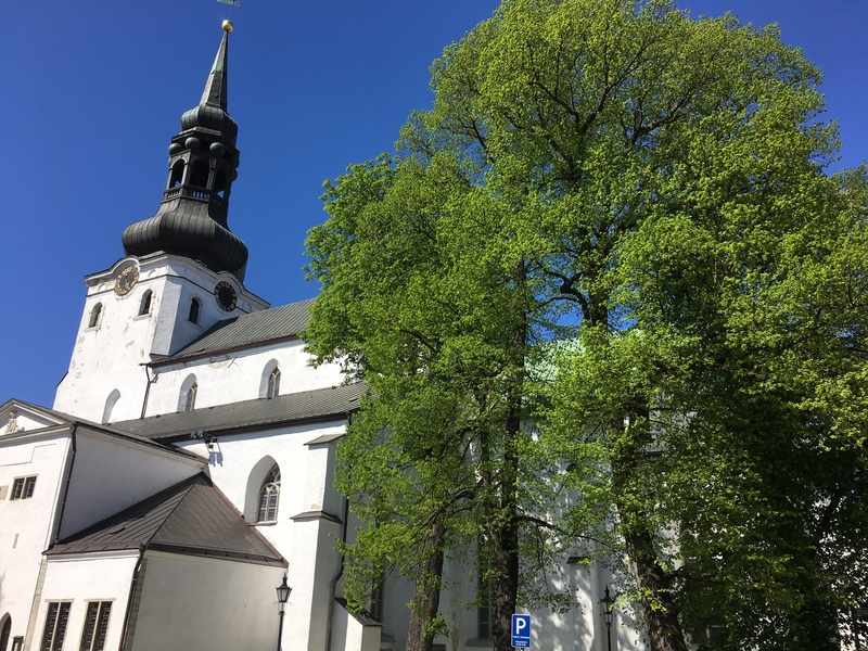 Toompea church Tallinn.jpg