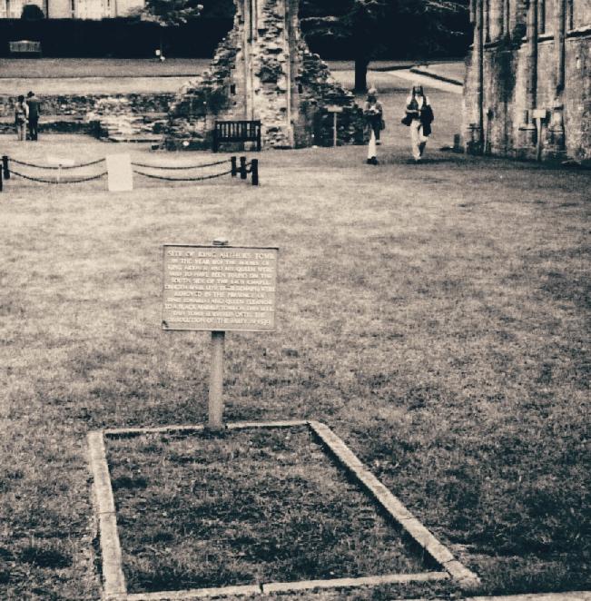 Arthurs grave.jpeg